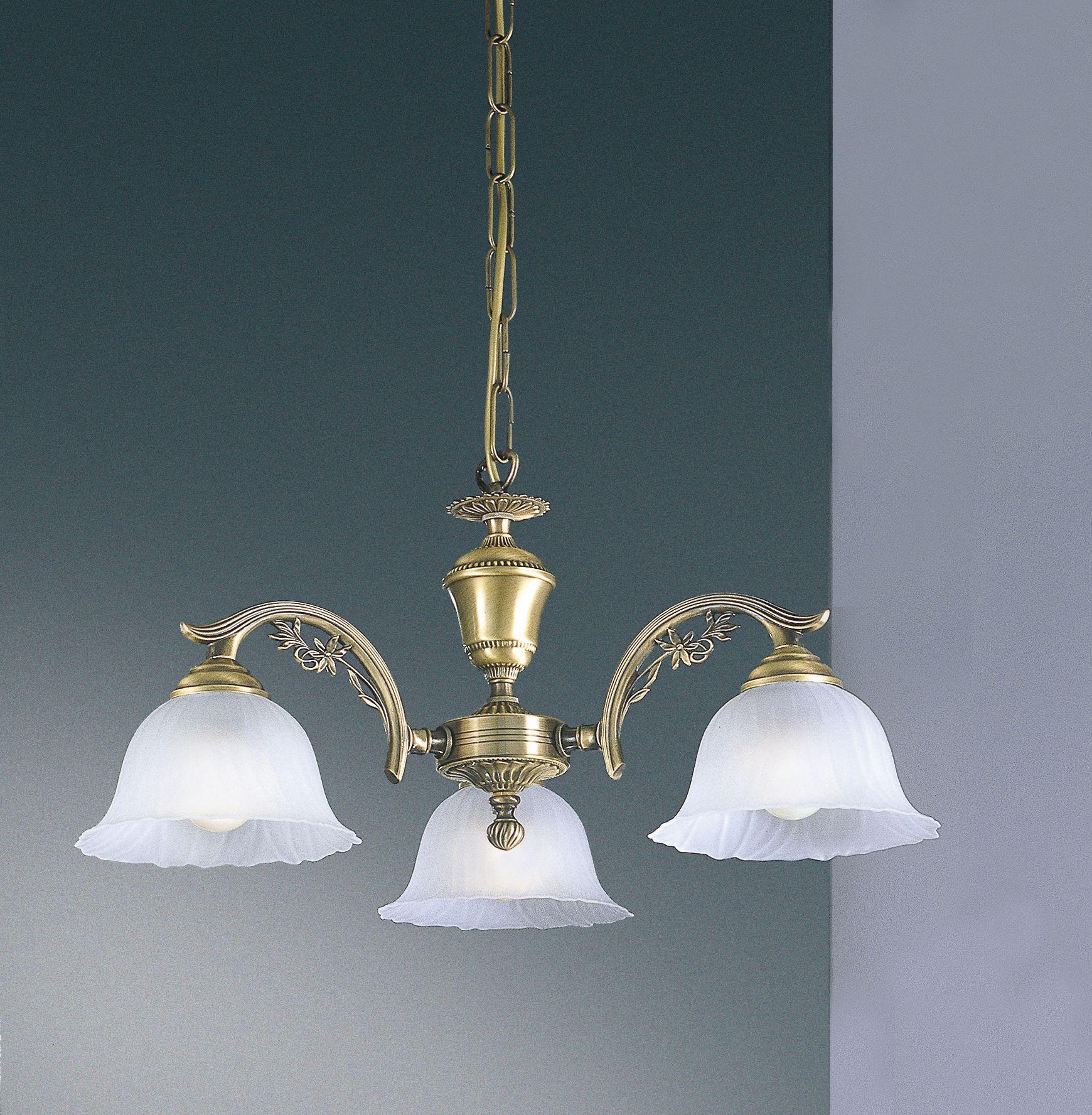 Lampadario classico in ottone a 3 luci in vetro satinato for Lampadario classico
