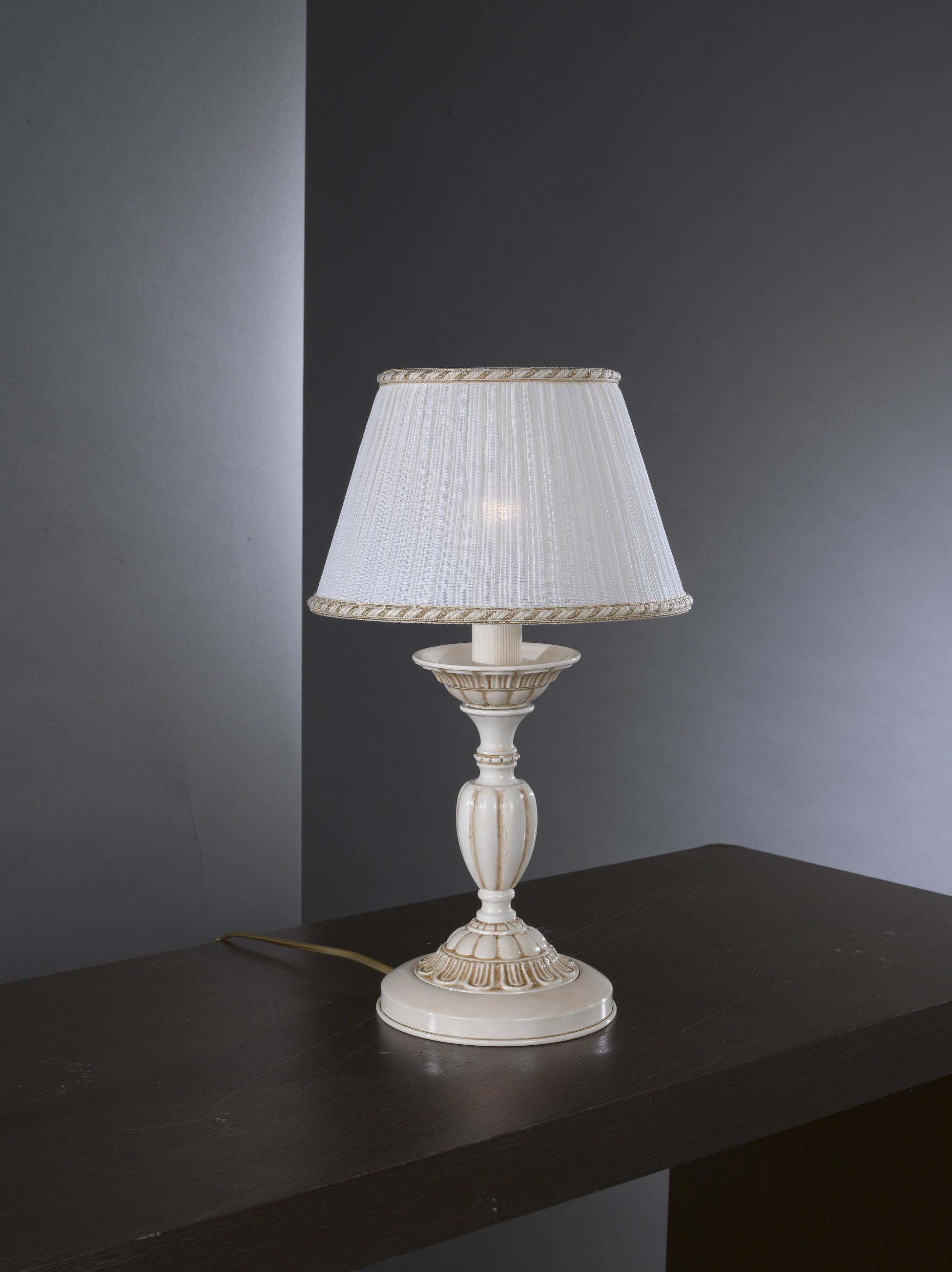 Lampada da comodino in ottone bianco antico con paralume for Lumetti da comodino