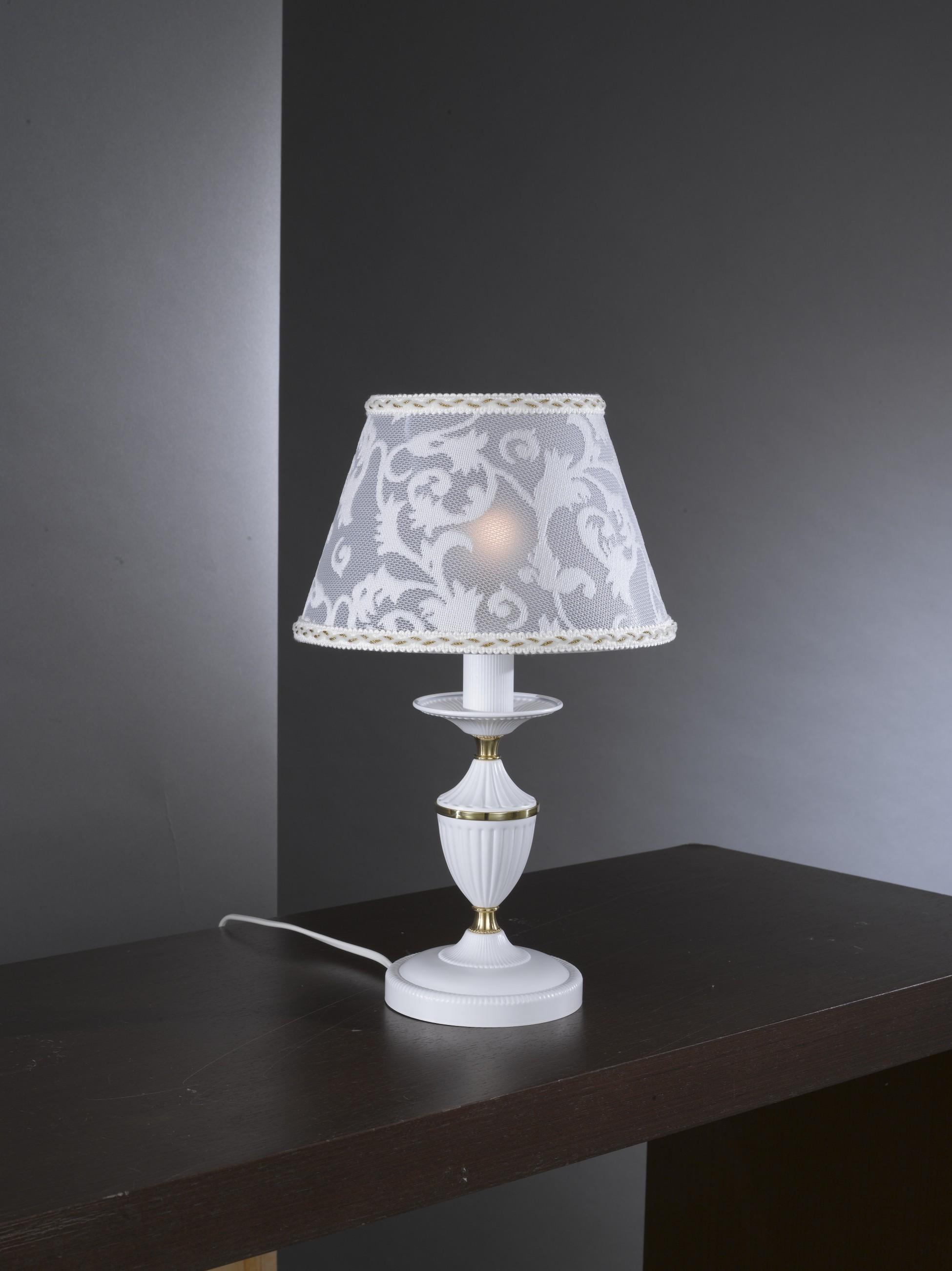 Lampada da comodino in ottone bianco opaco con paralume for Lampade da appoggio