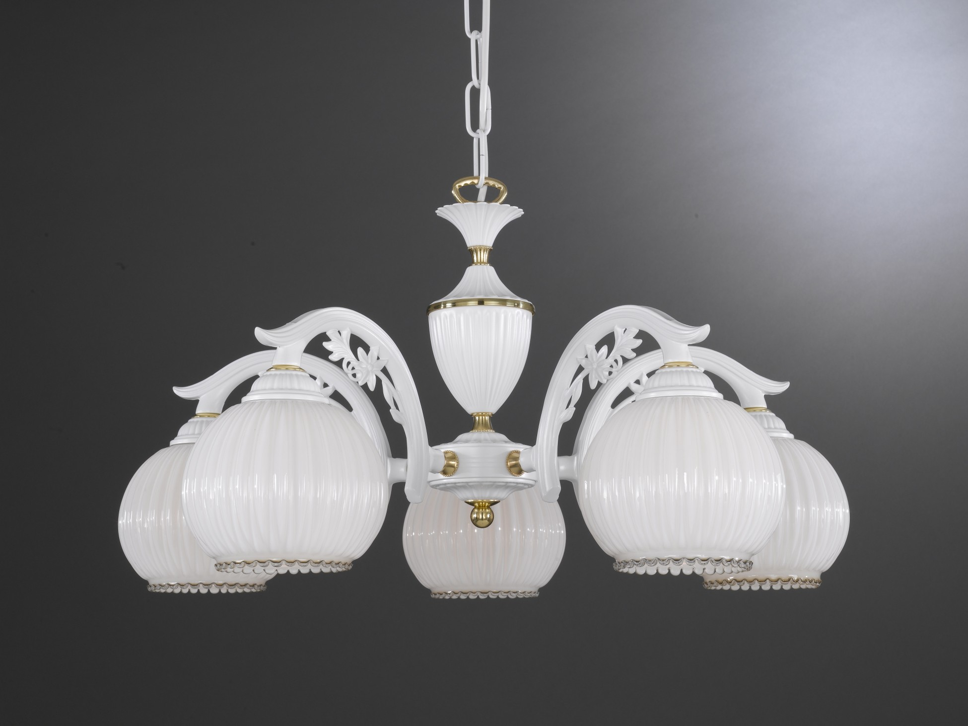 Lampadario classico a 5 luci vetro bianco soffiato for Lampadario classico