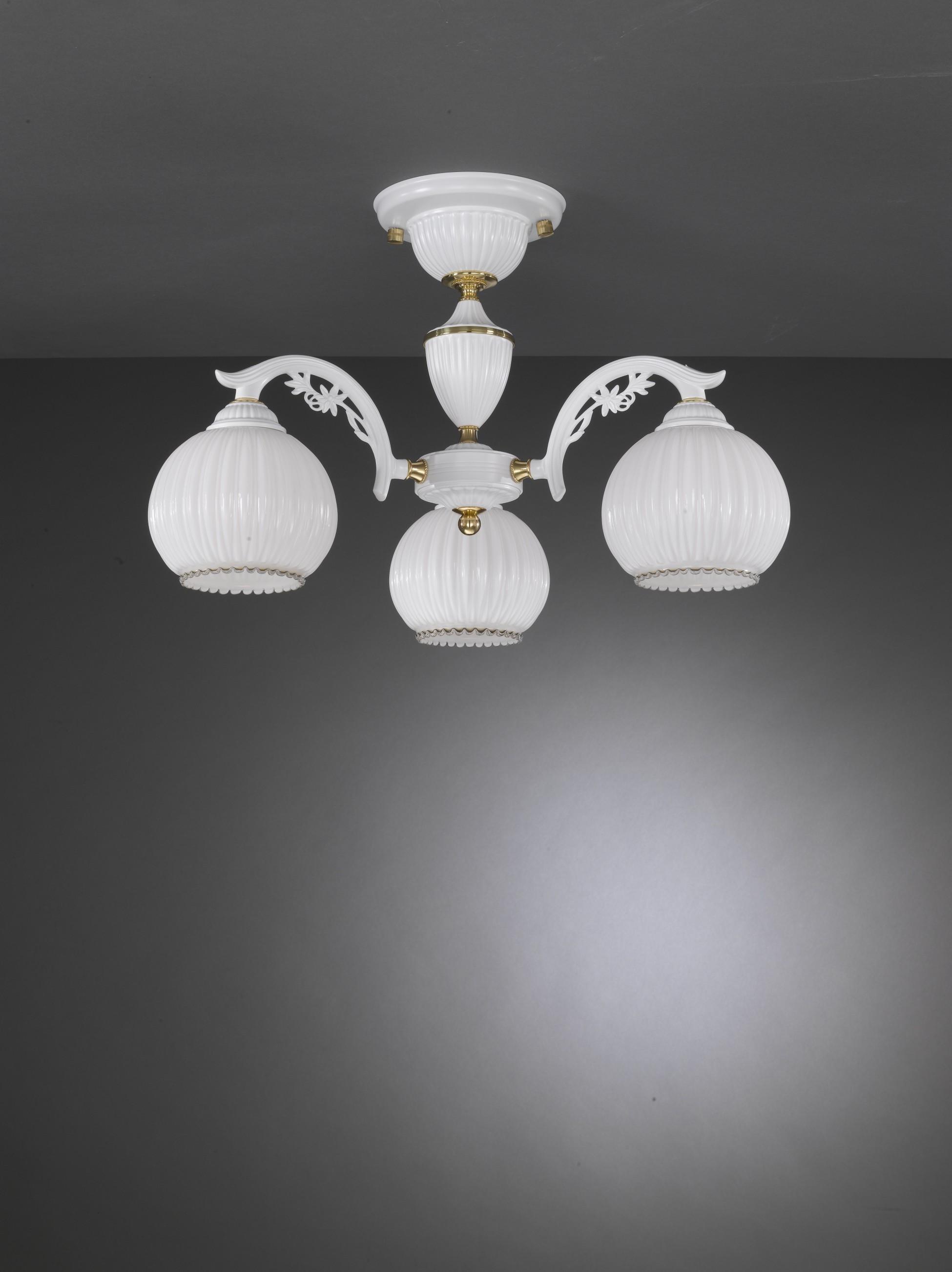 Lampadario classico a 3 luci vetro bianco soffiato for Lampadario classico