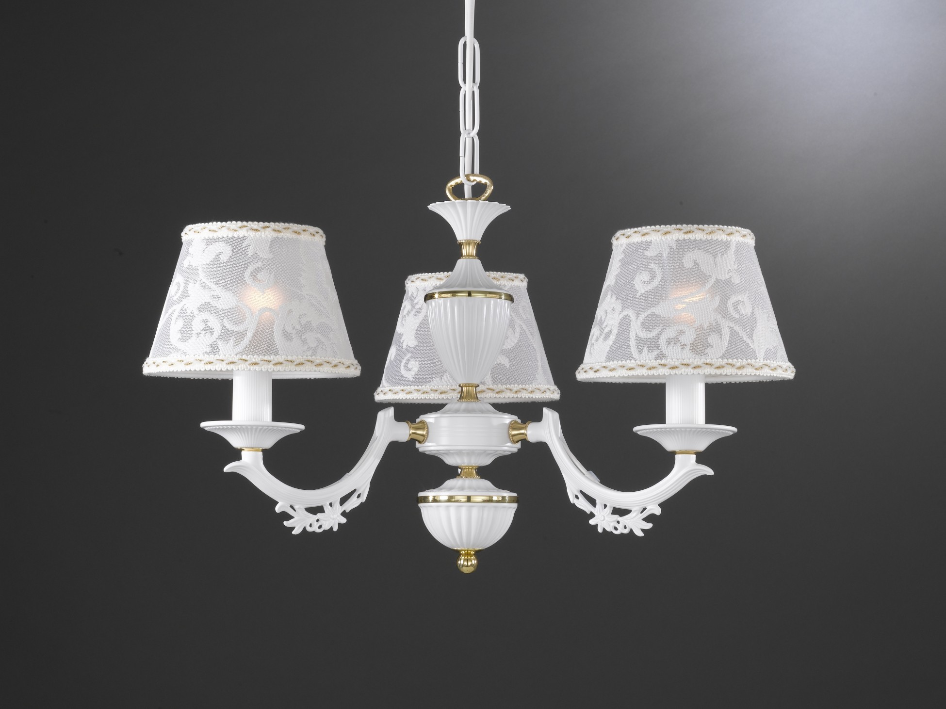 Lampadario in ottone bianco opaco con paralumi a luci reccagni