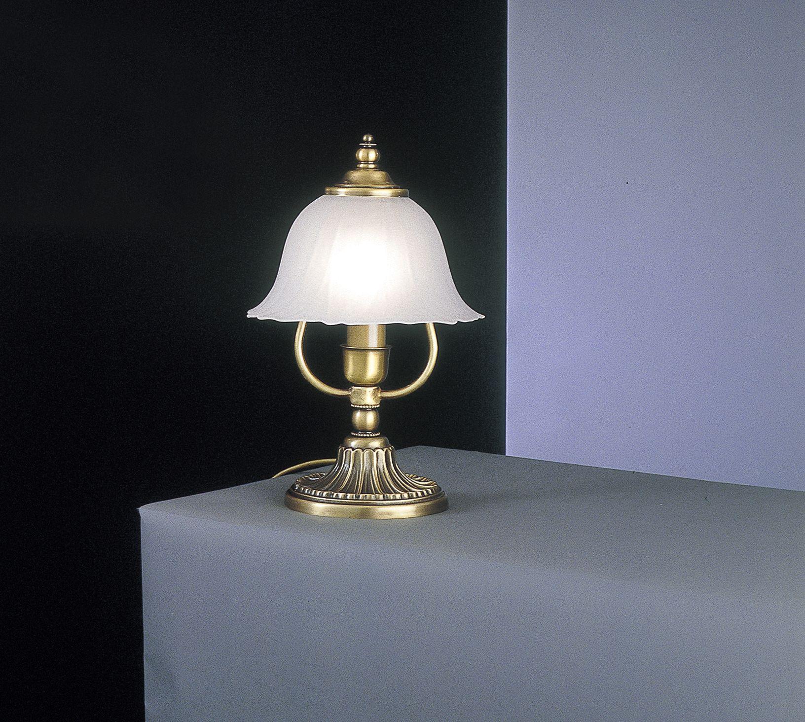 Lampada da comodino in ottone con vetro satinato for Lampada comodino