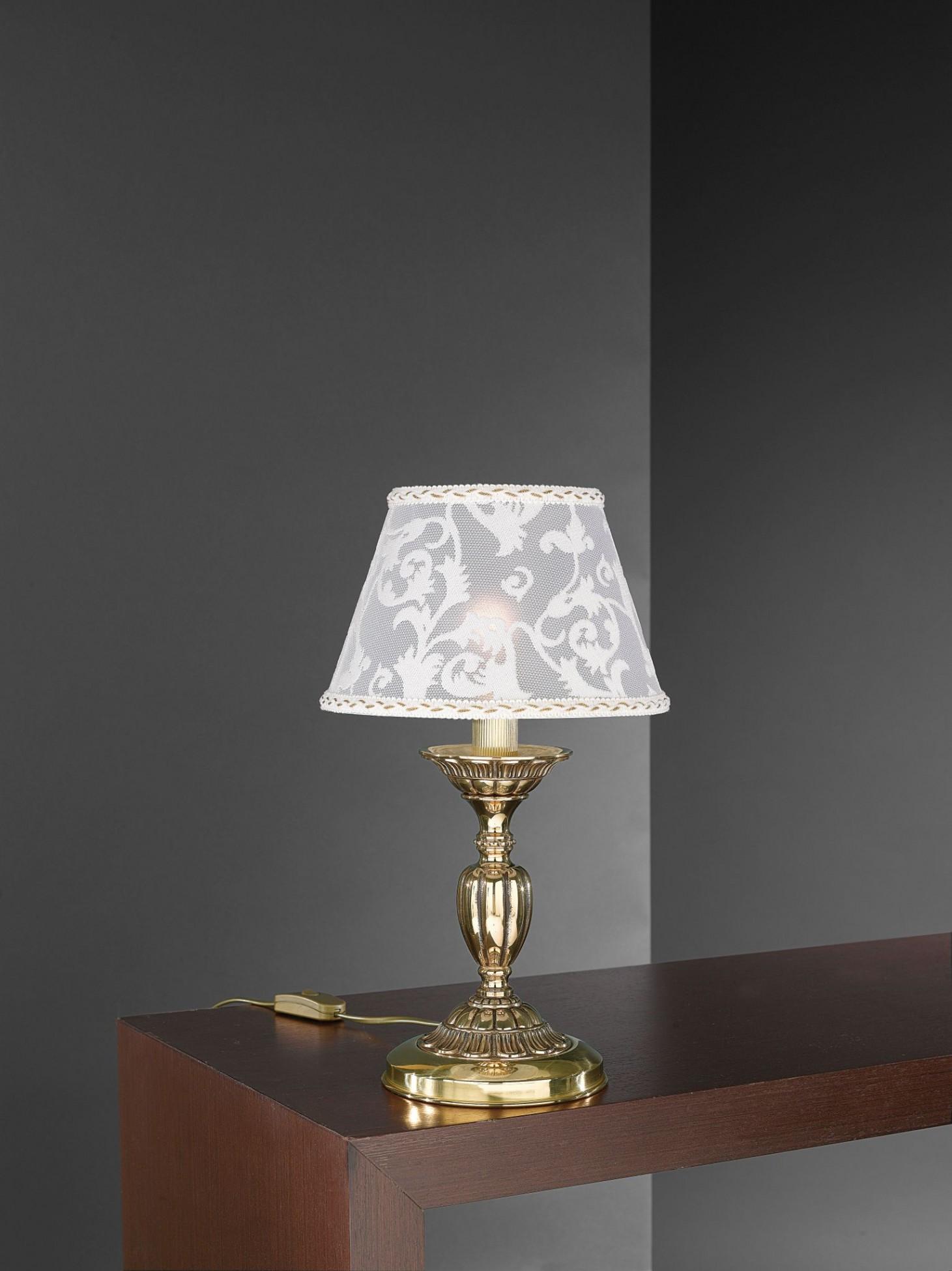 Lampada da comodino in ottone dorato con paralume for Lampade da comodino particolari