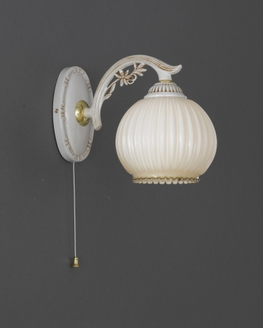 1 Light wall light with blown ivory glass
