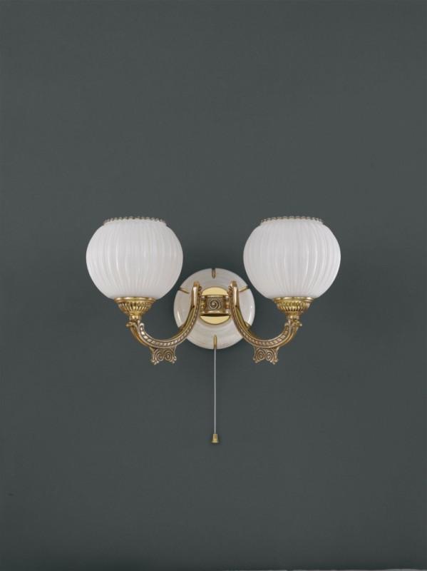 wandlampe aus goldenen messing holz und wei e glas geblasen 2 flammig nach oben reccagni store. Black Bedroom Furniture Sets. Home Design Ideas