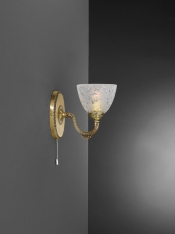 Applique in ottone con vetro satinato decorato a 1 luce verso alto
